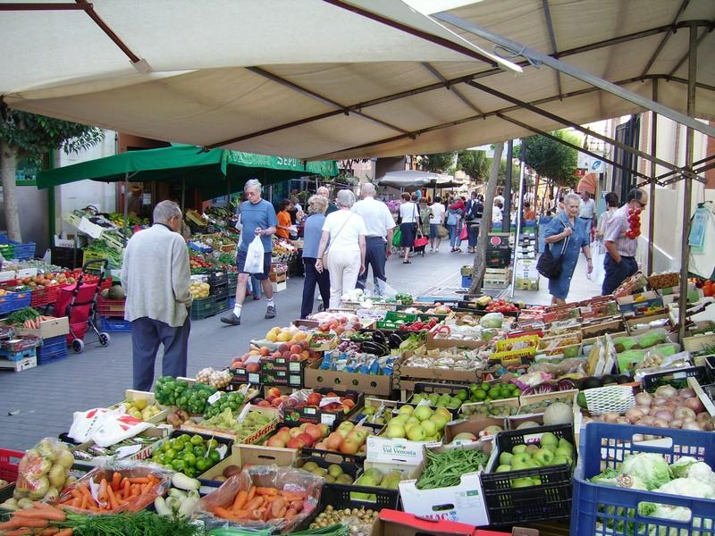 Mercado en domingo de Palafrugell